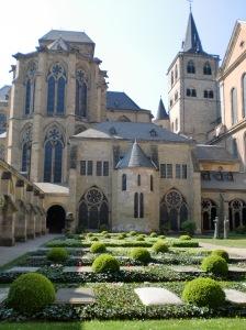 Dom Innenhof