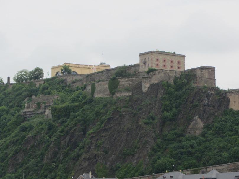 Ein Blick auf die Festung von unserer Gondel aus...