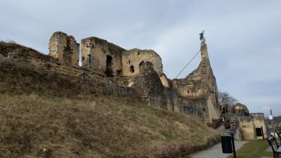 ...und nach oben auf die Ruine