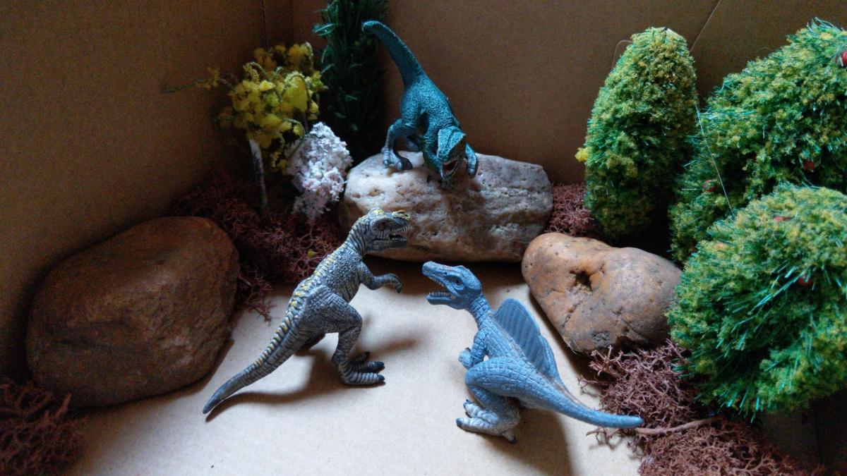 DIY - Dinowelt in der Box für unterwegs