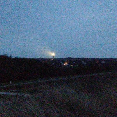 Dort hinten leutet der Leuchtturm von Ouddorp (Ich weiß, ich weiß - schlechte Qualität)